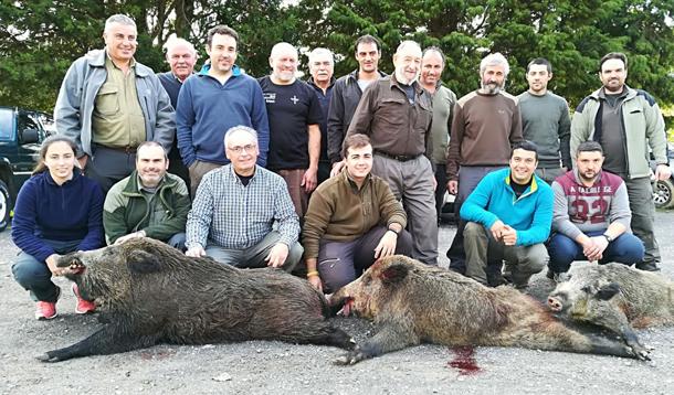 La palomilla capitaneada por Olegario tumbaba tres macarenos de 90, 60 y 40 kilos en Sinariega. :: E. C.