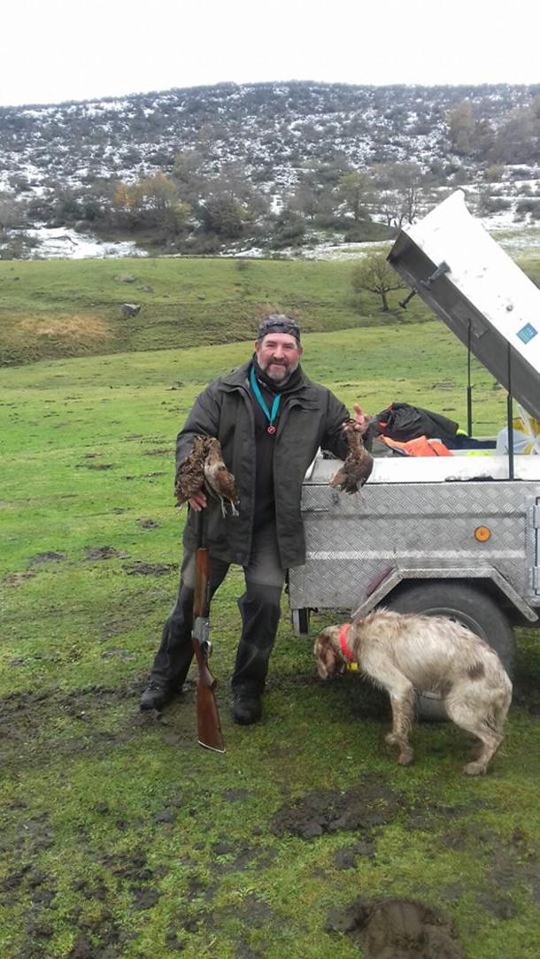 Monchu, con las arceas cazadas en Aller. :: R. Ruea