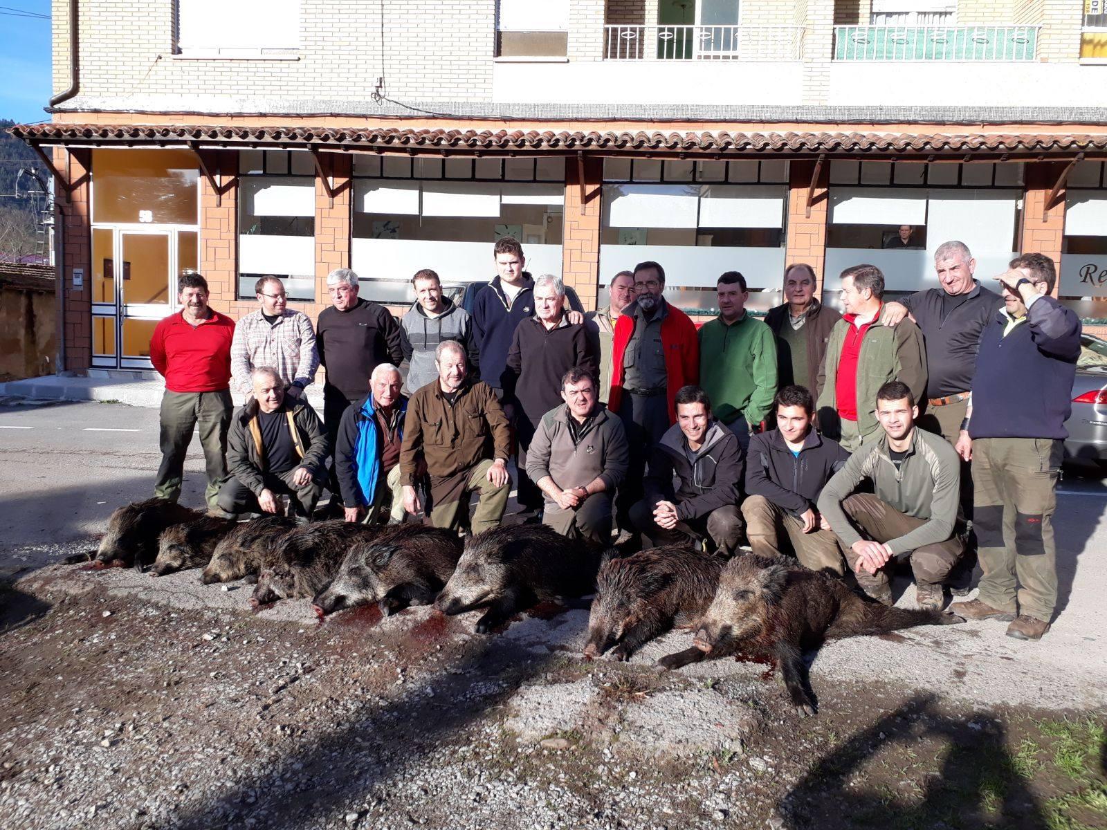 El grupo piloñés capitaneado por Adolfo Faza volvió de Cofiño, en el Sueve, con ocho jabalíes.
