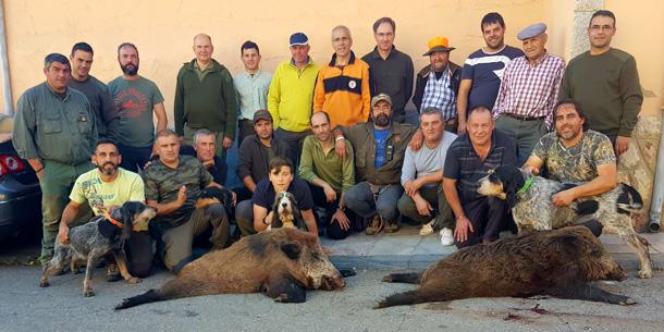 Grupo de asturianos en Buiza, con dos buenos ejemplares. :: D. M. Molina