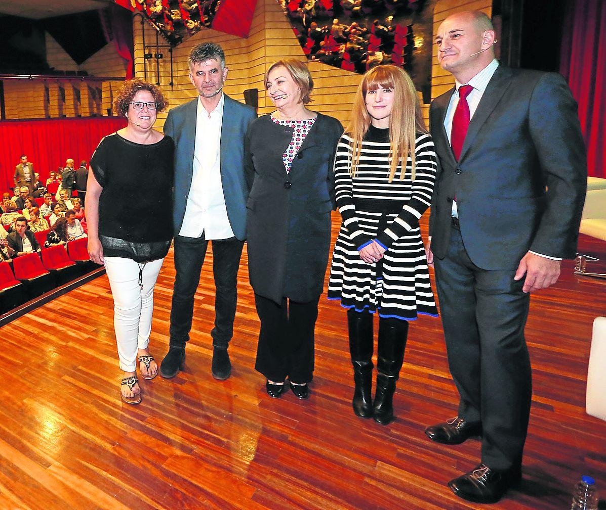 Casa de Cultura. Presentación documental Avilés, la ciudad que sabe reinventarse, con guión de Yoli y Jiménez. Avilés ©Marieta AVI