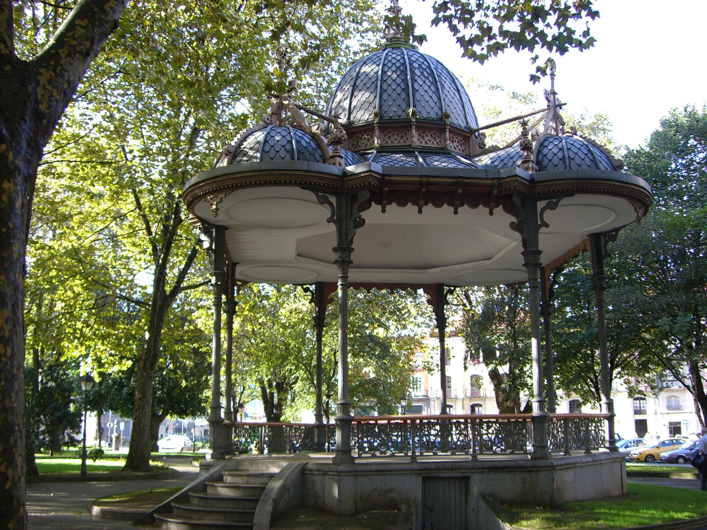 El kiosco del parque del muelle los episodios avilesinos for Fotos de kioscos de madera