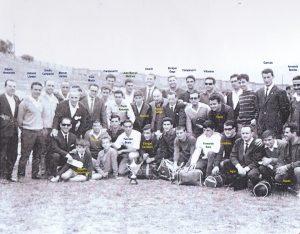 Directivos y atletas de la AAA en Campeonatos de Asturias. Oviedo, 1964