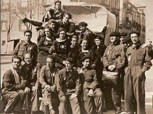 Componentes de La Barraca. En la fila inferior, sentado a la izquierda García Lorca.