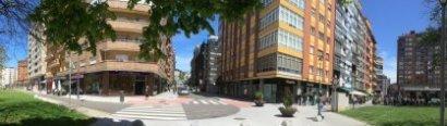 A la derecha, nacimiento de la calle Cuba que finaliza a la izquierda de la foto. Enfrente la calle López-Ocaña.