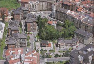 La singular urbanización. Foto de Nardo Villaboy en su libro 'Avilés desde el aire' (1996).