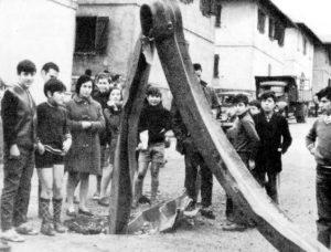 6 de febrero de 1971. Una gran explosión en Ensidesa lanzó hasta Llaranes esta pieza metálica.