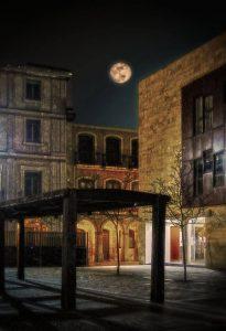 Luna llena en la plaza de Alfonso VI (Foto de José Luis González González)