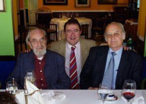 Con Ángel Gónzalez y Gil Parrondo.
