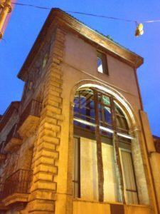 Arco que unía el palacio de Camposagrado con su desaparecida capilla.