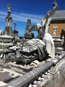 Panteón de los marqueses de San Juan de Nieva en el cementerio municipal de Avilés.