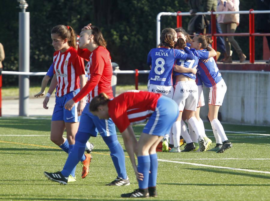 Las jugadoras azules celebran uno de los dos goles logrado ayer ante el Sporting.